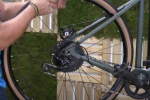 Taller bicicletas Decathlon 'economía circular' con incentivos para reparar y reciclar bicicletas